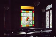 atmosfera solitaria (Alita Garca) Tags: silencio soledad bar cafeteria luz light atmosfera vitroux dark