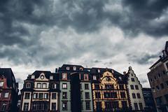 bunt. (achterbahnmdchen) Tags: houses architecture mainz germany deutschland europe europa rheinlandpfalz rhinelandpalatinate sky blue clouds white grey beautiful achterbahnmdchen