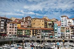Bermeo, bajamar (Alejandro Gonzlez i Mas) Tags: bermeo pasvasco puerto bizkaia pueblo cantbrico matxixako golfodevizcaya drsena