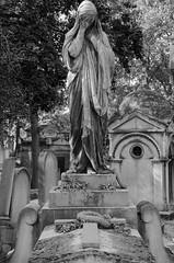 Le Pere-Lachaise    8045BW (davidbruyere34) Tags: tombe mort sainte cimetiere