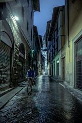 Florence (Photo-LB) Tags: route extrieur colonne pluie streetphoto lumire architecture nuit noir night ombre itallie italia couleurs luce fotostrada strada florenz firenze italie europe nikon d800 nikon24afs contraste vlo heurebleue pioggia note gens personne reflet domio