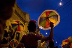 Frevo (Lucille Kanzawa) Tags: brasil night noite dança meninas pernambuco olinda frevo sombrinhas dançabrasileira arrastãodefrevo meninasdançandofrevo