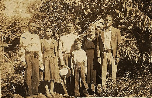 Mom with her folks and siblings.. 1940