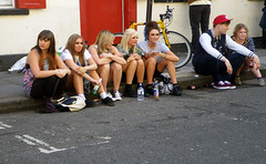 Lonley Girls vs the Couple (Kombizz) Tags: candid blondes thecouple yellowbike 6604 kombizz sittinggirls lonleygirls lonleygirlsvsthecouple