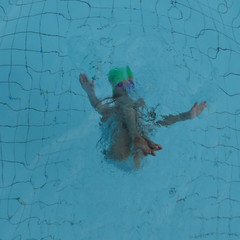 iceberg (memoriste) Tags: blue feet water pose legs deep diving swimmingpool teen swimmer