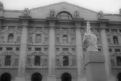 "monumento a ""los mercados"" (GTCHD) Tags: bw sculpture black blancoynegro blanco blackwhite italia milano board bn escultura bolsa trade milán gtchd"