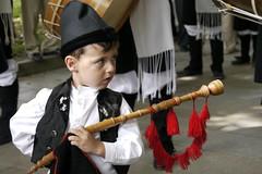 Retrato nio - Kid Portrait (cmunozmm) Tags: boy portrait lumix kid fiesta retrato gaitero galicia festivity bagpipes nio bagpiper gallego galician festividad gh1 14140