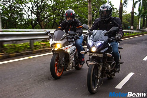 Bajaj-Pulsar-220-vs-KTM-RC-390-16