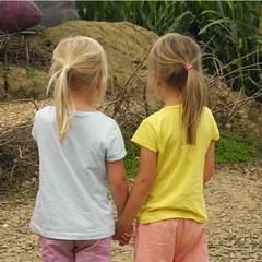 Friendship (serge_lesens) Tags: fille girl amiti friendship