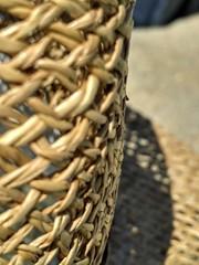 Mimbres (desdetusojos) Tags: cesto mimbre verano sombrero sol