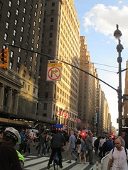Rush Hour Crowd Walking Past Crime Scene 7th Ave 2016 NYC 5436 (Brechtbug) Tags: akram joudeh attacked an offduty nypd officer with 11inch cleaver from his waistband near penn station height evening rush hour thursday wounding cop face before being shot 18 times by police nyc 2016 midtown manhattan 7th ave 32nd street crowds checking out scene 9152016 new york city crime