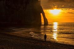 Waiting for sunset (Seahorse-Cologne) Tags: tretat normandie france sea mer mare meer atlantik summer sunset sonnenuntergang