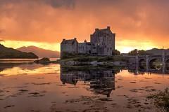 Eilean Donan Castle (alcahazada) Tags: escocia highlands scotland agua cielo nubes castilo paisaje lagos mareas rias fiordo water clouds sky landscape rivers lakes sea castle eileandonancastle tides estuaries fjord lochduich loch