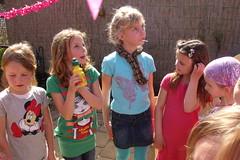 Kinderfeestje buiten met mooi weer