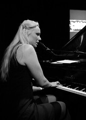 Crossing Border 2012 - Susanna Wallumrd (Haags Uitburo) Tags: pictures musician music white black holland netherlands dutch festival photography la concert musiker theater crossing theatre live stage border den performance performing piano nederland royal denhaag literature hague norwegian schouwburg singer blonde muziek concerts musik haag konzert performer zwart wit weiss karolina paysbas nederlands thehague schwarz susanna haye laia olanda 2012 haya koninklijke the haagse vleugel klavier zangeres sngerin noorse literatuur haags crossingborder haia a concertfotografie koninklijkeschouwburg wallumrd uitburo uitbureau haagsuitburo crossingborderfestival wallumrod cb12 lastfm:event=3257160