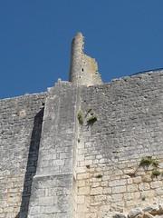 le chateau de Chauvigny (peltier patrick) Tags: castle wall soleil bleu ruine enceinte pierres chateau t mur ruines poitou cielbleu peltierpatrick chateaudechauvigny