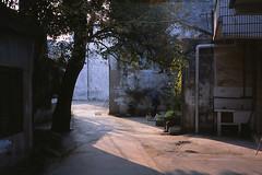 Oblique Light (Purple Field) Tags: china street color film rollei analog 35mm se alley fuji wuxi 40mm 中国 35 provia 散歩 ローライ f28 jiangsu 100f 路地 sonnar カラー 無錫 富士 rollei35se rdpiii rdp3 銀塩 longxiang フィルム アナログ 江蘇省 ローライ35 canoscan8800f ゾナー プロビア stphotographia 栄巷