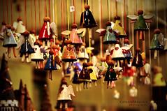L'importanza di ognuno (Celeste Messina) Tags: christmas xmas art yellow gold photo florence nikon focus colours heart bokeh terracotta amarillo giallo angels firenze natale colori mercato cuore oro artistico santacroce angeli mercatino d5000