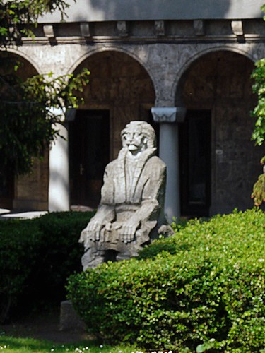 K12 statue of Tarnovo architect