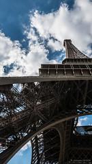 Regarder sous la jupe d'une grande dame (Alexandre DAGAN) Tags: toureiffel paris france couleur color colour balade walk panasoniclx100 panasonic lx100 dmclx100