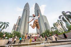 Kuala Jumpur (ole) Tags: ole eole self jump kuala lumpur malaysia leap petronas twin towers