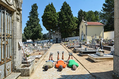 FDT-069 Holidays forever? not please let me work for some time... (- Cajn de sastre -) Tags: fdt fdtforlife facedowntuesdaygroup ifacedowntuesday creativephotography creativeselfportrait holidays vacaciones cemetery cementerio portugal midoes