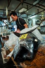 Tsukiji Fish Market (Pop_narute) Tags: tsukiji fishmarket market tokyo japan maguro tuna life animal people japanese street