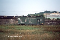 N&W 527194 on 7-24-75 (C.W. Lahickey) Tags: nw greentree