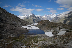 Swiss Alps 2016 (Toni_V) Tags: m2401278 rangefinder digitalrangefinder messsucher leica leicam mp type240 typ240 28mm elmaritm hiking wanderung randonne escursione alps alpen grimselpass grimselwelt mountains landscape berneroberland berneseoberland switzerland schweiz suisse svizzera svizra europe schreckhorn lauteraarhorn scheuchzerhorn oberaarhorn trail wanderweg sentiero toniv 2016 160908 oberaargletscher snow schnee water visipix