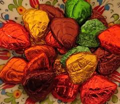 choco fall leaves (saudades1000) Tags: folhas leaves sweet chocolate fallcolors doce chocolat coresdooutono