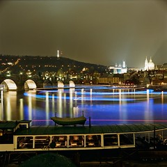 Prague lights (RobertAleksander) Tags: longexposure bridge 6x6 tlr night zeiss prague kodak charles praga most 400 carl portra vltava rolleicord 75mm karlv triotar pragueboats
