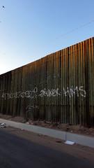 La Frontera 05398 (Omar Omar) Tags: mexicali mexicalibajacalifornia bajacalifornia chicali border frontera theborder mexico mexique desert desierto мексика america