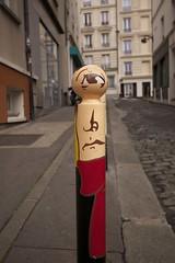Aristide Bruant, Le CyKlop - Paris (7247) (cfalguiere) Tags: areailedefrance cityscape colorred couleurrouge countryfrance datepub2016q308 dof echarpe locationparis outdoor profondeurdechamp red rouge ruepiemontesi scarf streetart toulouselautrec urban street paris cyklop piemontesi sel20160828