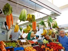 Une tête sur la balance (Iris@photos) Tags: espagne andalousie cadix marché légumes fruits