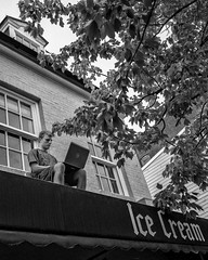 Annapolis, MD, 2016 (Alan Barr) Tags: annapolis maryland 2016 street sp streetphotography streetphoto blackandwhite bw blackwhite mono monochrome candid people ricoh gr