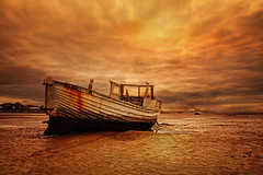 Bathed in gold (Caleb4ever) Tags: caleb4ever boat sky clouds sunset sand beach vessel fishingboat moelsbeach light sunlight landscape