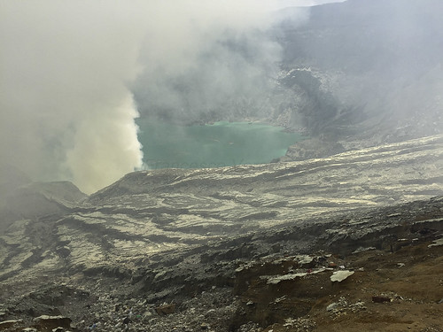 View of the caldera and the lake - Ijen East Java_IMG_3193