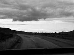 Voyage au bout de l'le #7 (franleru1) Tags: bw ciel ecosse landscape nature nuage paysage route scotland uk blackandwhite clouds monochrome noiretblanc parebrise road
