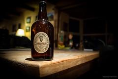Ireland:  Vintage Guinness Bottle (photo79.de - Sebastian Petermann) Tags: guinness murphystherailwaybarcahersiveencokerry cahersiveen irland eire ireland ringofkerry countykerry landscape green grn grneinsel urlaub
