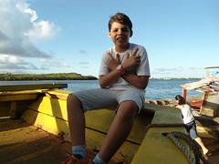 Lucas (Altamair Peixoto) Tags: garoto menino praia barco rio mar gua