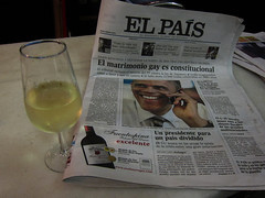 Today's sweet front page, and some manzanilla, in the Canyon, Cdiz. (Sharon Frost) Tags: newspapers elections obama elpais manzanilla frontpages