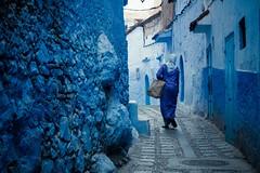 Les femmes de mon pays (cafard cosmique) Tags: africa mountain photography photo foto image northafrica morocco maroc chaouen chefchaouen marruecos marokko rif marrocos afrique chefchouen xaouen chouen afriquedunord    bluetowncity