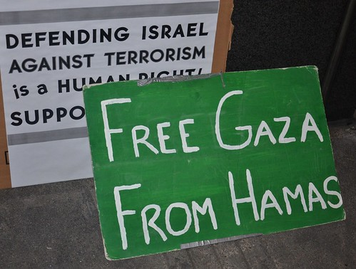 Supporting attack on Gaza across the str by Steve Rhodes, on Flickr
