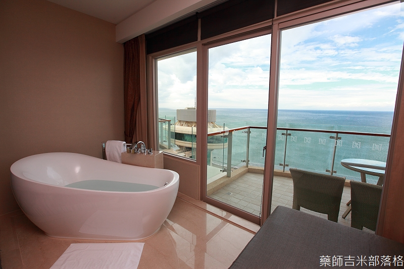 H_Resort_Room_230