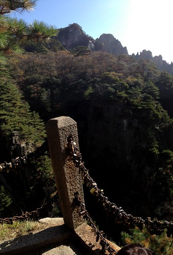 Huangshan 黄山 - Road to North End of Xihai (West Sea) Grand Canyon 西海大峽谷