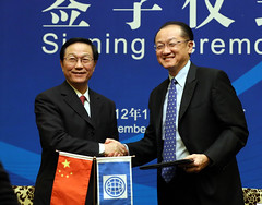 World Bank President Jim Yong Kim with Chinese Minister of Finance Xie Xuren (World Bank Photo Collection) Tags: china knowledge worldbank jimkim jimyongkim xiexuren