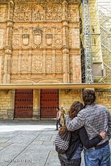 Universidad de Salamanca (Buscando la rana) (Gonzalo y Ana Mara) Tags: pareja anamara universidad salamanca canonef1740mmf4lusm universidaddesalamanca canoneos7d gonzaloyanamara arquitecturaplateresca
