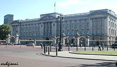 the palace (archgionni) Tags: travel london history architecture palace queen regina palazzo vacations londra viaggio architettura vacanze storia