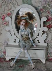 O'Doran devant la glace (heliantas) Tags: white classic tattoo angel doll dress handmade egg sue bjd blush dentelle noi marmite bofy faceup