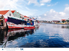 The Floating Market in Willemstad is where Venezuelan merchants sell their fresh fruits and vegetables from brightly colored small fishing boats. (Vincent Demers - vincentphoto.com) Tags: abcislands amriquedusud antilles antillesnerlandaises attractiontouristique carabes caribbean caribbeanisland city curacao curaao destinationdevoyage destinationtouristique dutchcaribbean dutchcaribbeanisland floatingmarket foodmarket iledescarabes kingdomofthenetherlands marchanddefruits march marchflottant merchants netherlandsantilles photodevoyage photographiedevoyage punda pundadistrict quartierpunda royaumedespaysbas southamerica tourism tourisme touristattraction travel traveldestination travellocation travelphoto travelphotography trip venezuelanmerchants ville voyage willemstad cw